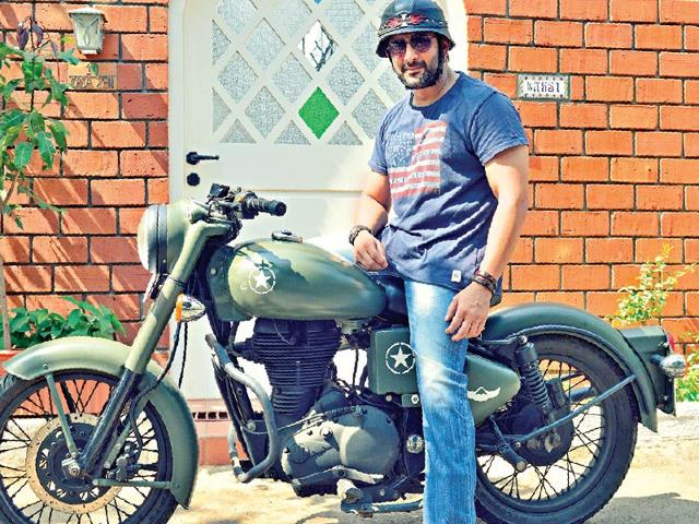 Arshad-Warsi-loves-going-off-for-long-biking-tours
