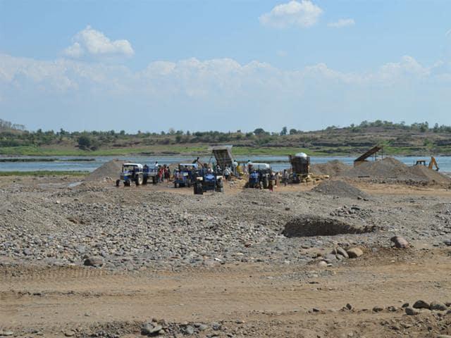Illegal sand mining,river,Ken