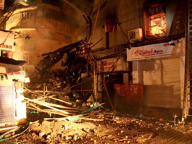 A-major-fire-broke-out-in-Gokul-Niwas-an-over-century-old-building-in-south-Mumbai-s-Kalbadevi-Pramod-Thakur-HT-photo