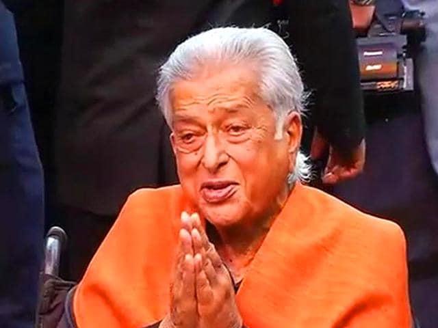 Shashi-Kapoor-born-as-Balbir-Raj-Prithviraj-Kapoor-on-18-March-1938-is-a-Bollywood-actor-and-filmmaker-Twitter