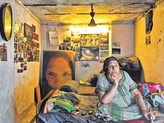Delhi-s-best-known-hijra-Mona-Ahmed-at-home-in-New-Delhi-s-Mehendiyan-graveyard-Years-ago-Mona-started-the-All-India-Unique-Welfare-Association-to-help-hijras-but-got-little-support-from-the-community-She-now-feels-hijras-are-happy-doing-badhai-work-and-don-t-really-want-conventional-jobs-Saumya-Khandelwal-HT-Photos
