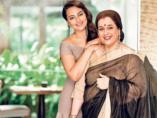 Actor-Sonakshi-Sinha-with-her-mother-Punam