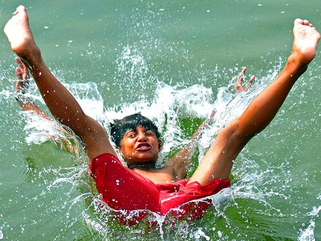 A-child-makes-the-most-of-the-lake-in-Sector-42-Chandigarh-to-beat-the-heat-on-Sunday-Karun-Sharma-HT-Photo