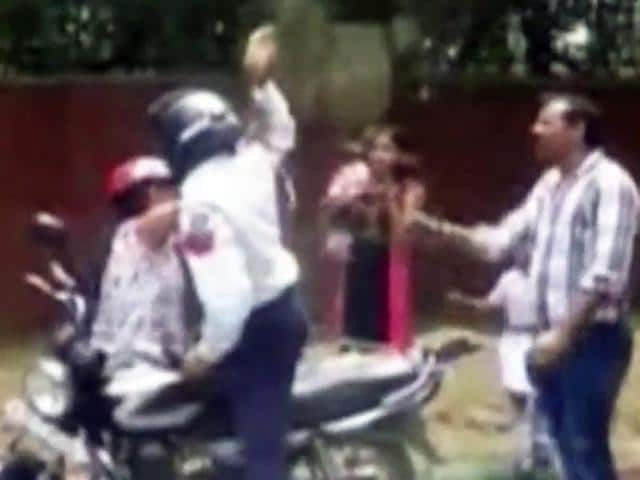 Delhi-cop-hurls-brick-at-woman