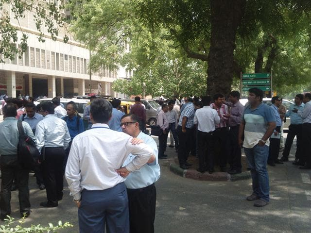People-rush-out-of-high-rise-buildings-in-New-Delhi-after-a-7-4-magnitude-earthquake-strikes-Nepal-again-HT-Photo