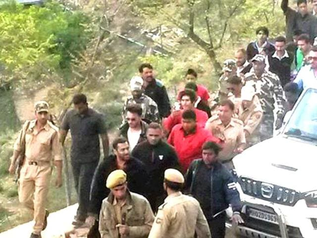 Salman Khan being escorted by cops in Kashmir where he returns to shoot Kabir Khan