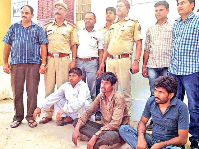 Mastermind-Satyavan-Bhawri-sitting-left-along-with-two-poachers-in-the-custody-of-Udaipur-police-HT-photo