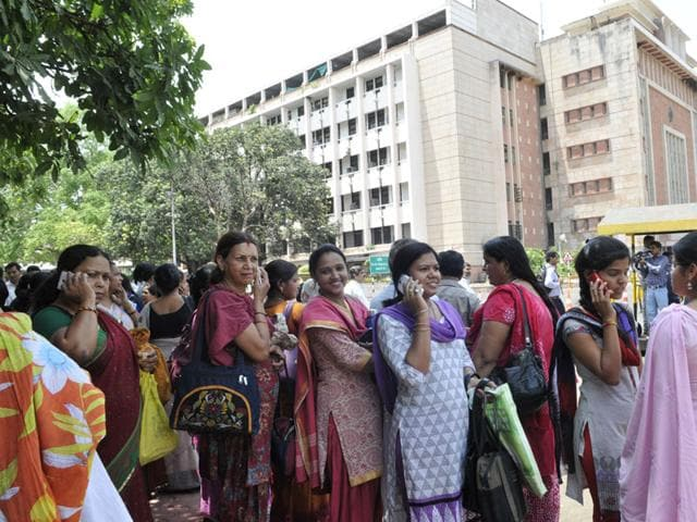 Vallabh-Bhavan-staff-rushed-out-as-tremors-were-felt-in-Bhopal-on-Tuesday-HT-photo