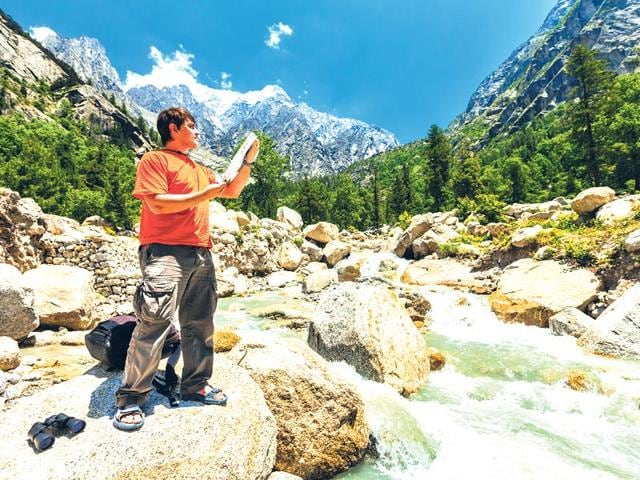 Experience-the-magic-of-clear-skies-colourful-landscapes-and-uninterrupted-views-of-the-lofty-peaks-of-the-Himalayas