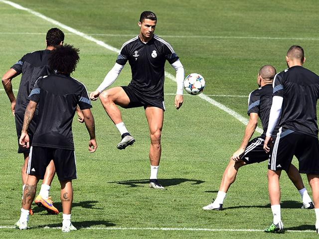 Cristiano-Ronaldo-C-plays-with-Real-Madrid-teammates-during-a-training-session-at-Valdebebas-training-ground-in-Madrid-on-May-12-2015-on-the-eve-of-the-UEFA-Champions-League-semi-final-second-leg-football-match-against-Juventus-AFP-Photo