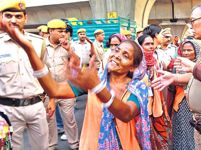 Family-members-of-the-victims-protest-outside-the-Badarpur-police-station-and-demand-action-against-the-policeman-Sanjeev-Verma-HT-Photo