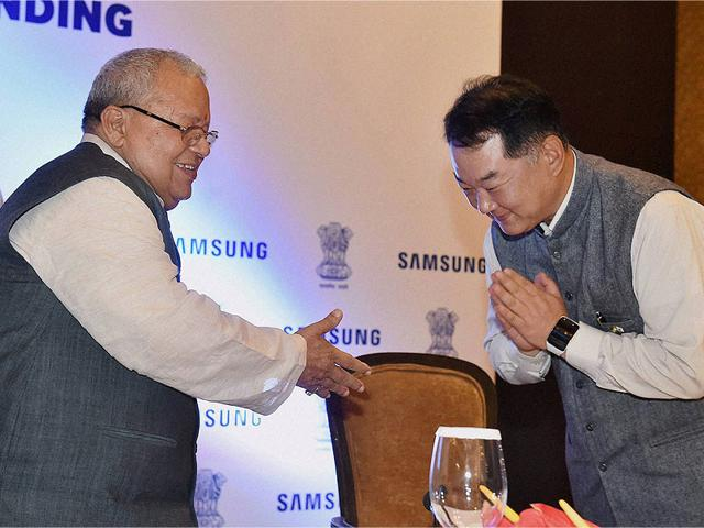 MSME-Minister-Kalraj-Mishra-and-Samsung-India-Electronics-Sr-Vice-President-Hyn-Woo-Bang-at-the-signing-of-an-MoU-to-set-up-MSME-Samsung-Digital-Academy-in-New-Delhi-on-Wednesday-Photo-PTI