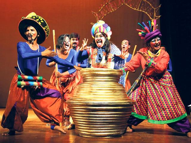 The-theatre-fraternity-of-Delhi-has-come-together-to-collect-fund-for-rehabilitation-in-Nepal