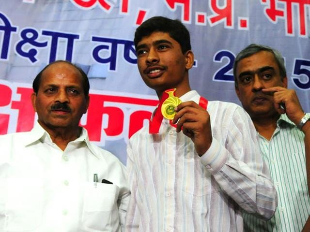 Topper-of-Madhya-Pradesh-high-school-exam-Shivam-Dubey-shows-the-gold-medal-at-MP-board-of-secondary-education-office-Bhopal-on-Thursday-Photo-Mujeeb-Faruqui-Hindustan-Times