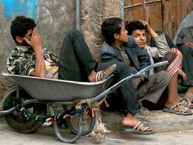 Yemenis-sit-on-the-pavement-at-a-market-in-Sanaa-s-old-city-AFP-Photo