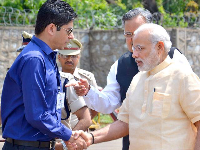 IAS-officer-Amit-Kataria-greets-the-Prime-Minister-in-Dantewada-HT-Photo