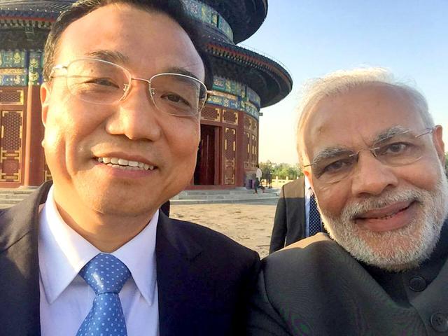 Prime-Minister-Narendra-Modi-with-Chinese-Premier-Li-Keqiang-Photo-PMO-India-Twitter-account