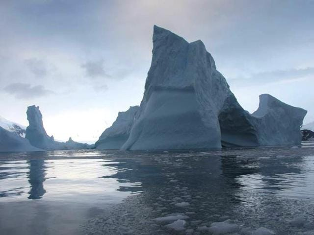 Antarctica-s-Larsen-B-Ice-Shelf-is-likely-to-shatter-into-hundreds-of-icebergs-before-the-end-of-the-decade-according-to-a-new-NASA-study-Photo-courtesy-www-nasa-gov