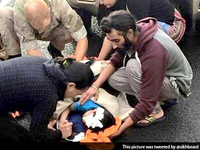A-young-Sikh-did-not-hesitate-to-break-religious-protocol-by-removing-his-turban-to-help-an-injured-child-bleeding-profusely-after-an-accident-in-New-Zealand-s-largest-city-of-Auckland-Photo-Twitter