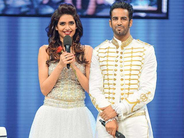 Upen-Patel-recently-proposed-to-Karishma-Tanna-on-a-reality-show-They-started-dating-while-they-were-contestants-on-another-show