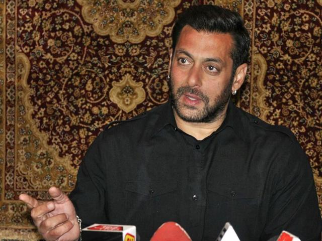 Salman Khan upset, warns fans against abusing other stars