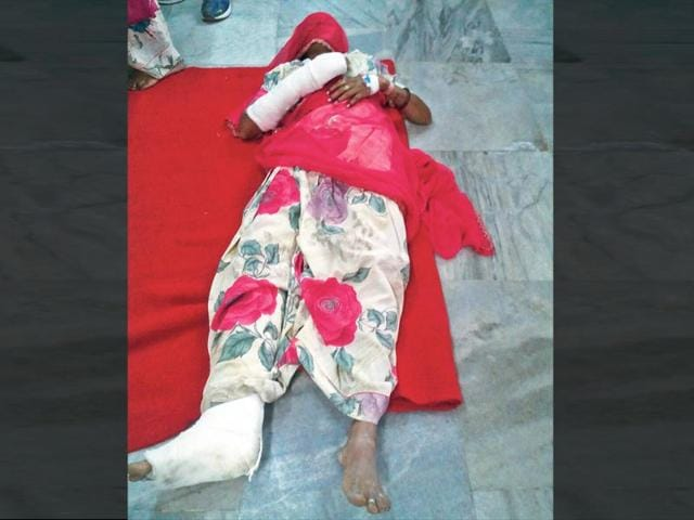 An-injured-in-the-recent-Dangawas-violence-lying-on-the-floor-of-the-general-ward-at-the-Jawahar-Lal-Nehru-Hospital-Ajmer-HT-Photo