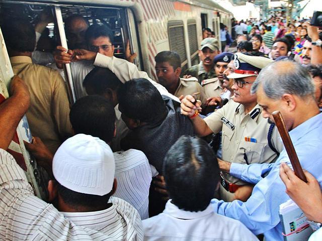 11/7 mumbai train blasts,Mumbai local train