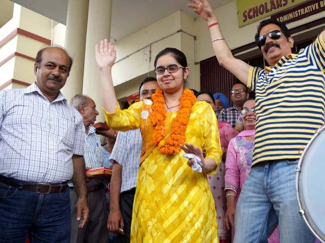 PMET-topper-Savi-in-a-jubilant-mood-with-her-parents-at-Rajpua-near-Patiala-Bharat-Bhushan-HT