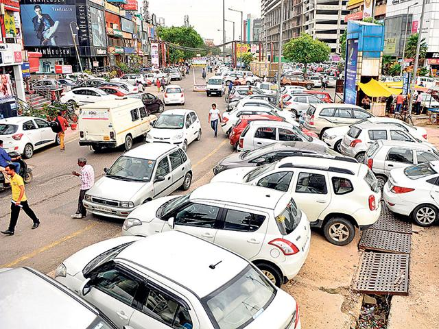 Unauthorised-parking-in-the-Sector-18-market-has-been-a-major-cause-of-traffic-congestion-in-the-area-Sunil-Ghosh-HT-photo