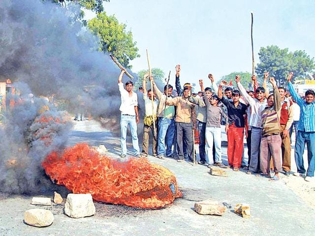 Protesting-Gujjars-burn-tyres-during-a-demonstration-HT-File-photo