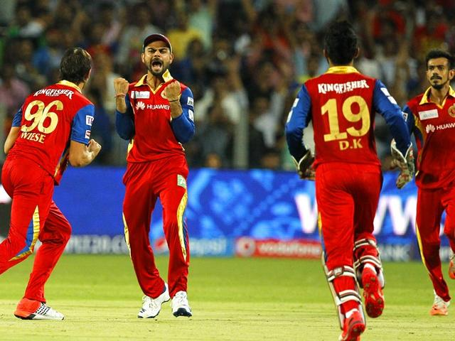 Royal-Challengers-Bangalore-players-celebrate-the-fall-of-Rajasthan-Royals-opener-Shane-Watson-RCB-outplayed-and-eliminated-RR-from-IPL-on-May-20-at-the-MCA-Stadium-in-Pune-Arijit-Sen-HT-Photo