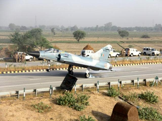 A-sunlit-Mirage-IAF-s-Mirage-2000-aircraft-lands-on-the-Yamuna-Expressway-in-Uttar-Pradesh-IAF-Photo