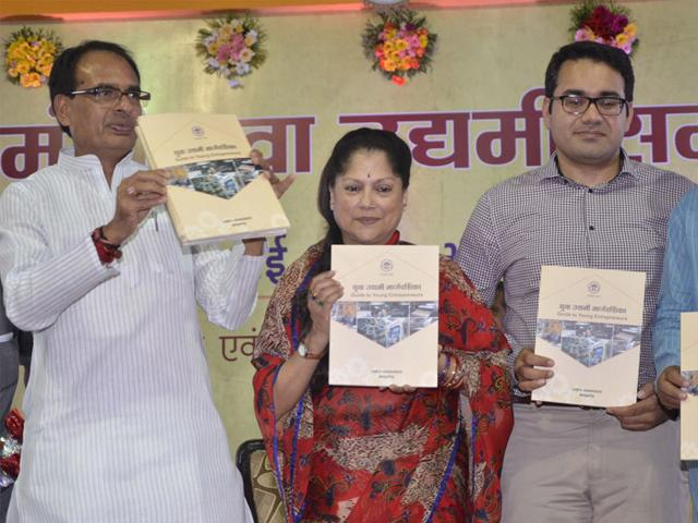 Snapdeal-CEO-Kunal-Bahal-along-with-CM-Shivraj-Singh-Chouhan-and-industries-minister-Yashodhara-Raje-Scindia-release-the-young-entrepreneur-s-guide-in-Bhopal-on-Wednesday-Mujeeb-Faruqui-HT-photo