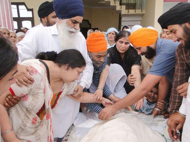 Family-members-of-Manjit-Singh-whose-body-was-flown-in-at-Darar-village-near-karnal-from-New-Zealand-where-he-was-found-dead-in-in-Auckland-New-Zealand-on-May-13