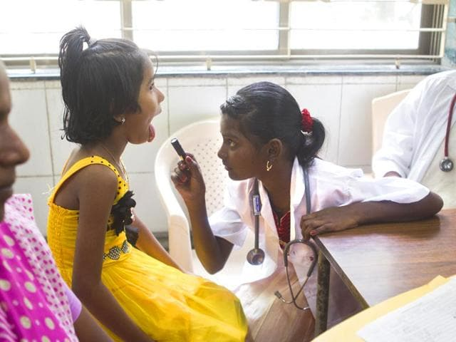 Aarti-Suryavanshi-10-spent-her-day-as-a-doctor-at-Sion-Hospital-after-Wish-Foundation-fulfilled-her-dream-Satish-Bate-HT-photo