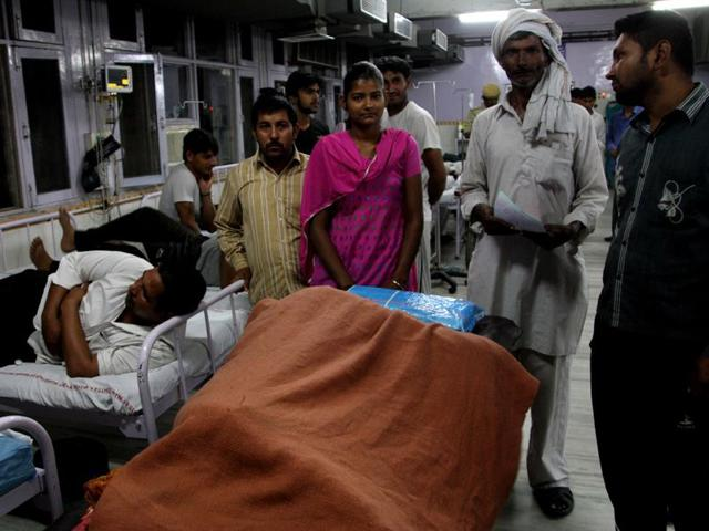 Patients-wait-for-treatment-at-emergency-wing-of-Rohtak-PGIMS-due-to-strike-of-resident-doctors-Manoj-Dhaka-HT