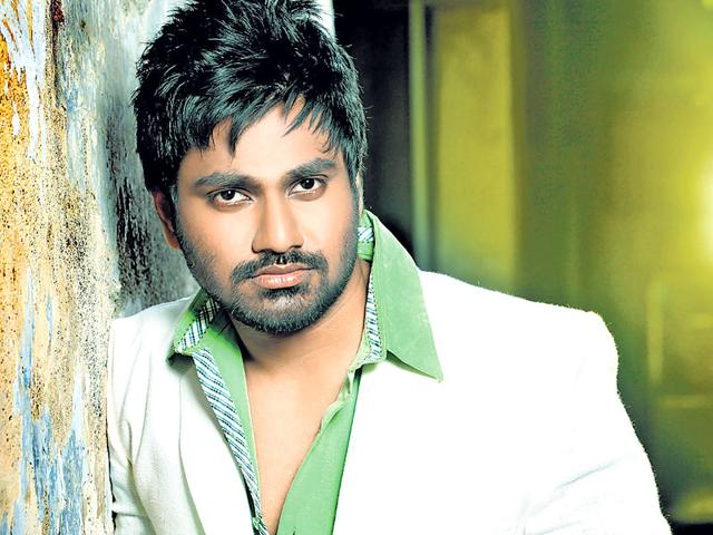 Mithoon-is-an-Bollywood-music-composer-Some-of-his-biggest-hits-include-Woh-Lamhe-Bas-Ek-Pal-and-Tum-Hi-Ho