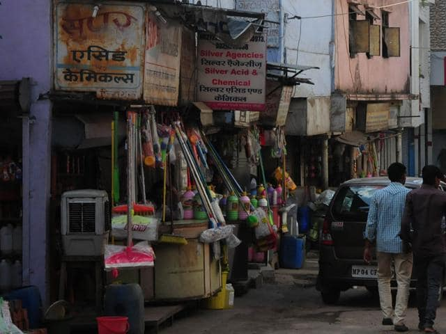 Acid-being-sold-at-a-market-in-Peer-Gate-Bhopal-Mujeeb-Faruqui-HT-photo
