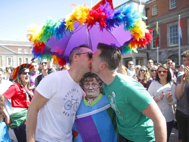 Morocco arrests two men who kissed in public