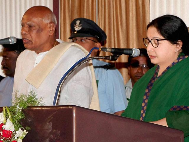 Tamil-Nadu-governor-K-Rosaiah-administers-oath-to-AIADMK-supremo-J-Jayalalithaa-as-the-chief-minister-of-Tamil-Nadu-PTI-Photo