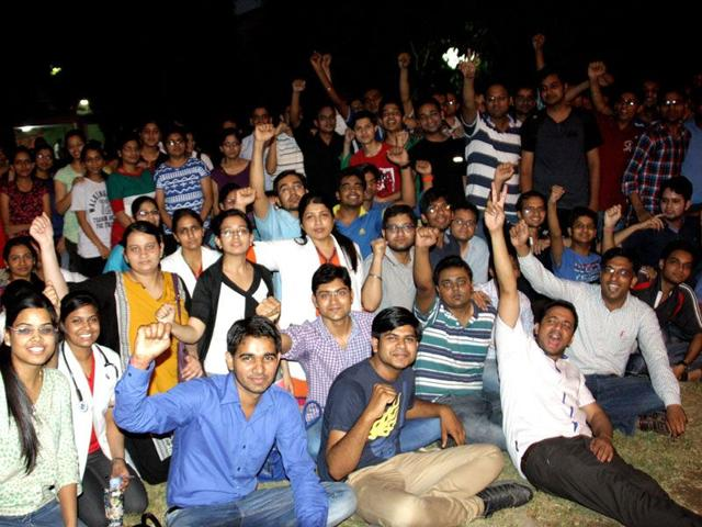 resident-doctors-protesting-on-the-PGIMS-campus-in-Rohtak-Manoj-Dhaka-HT-PHOTO