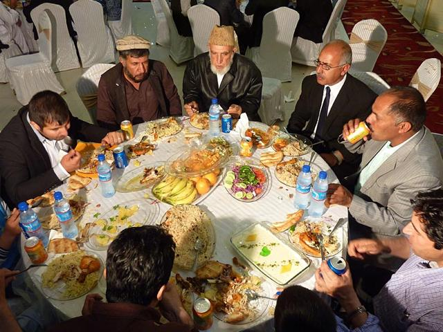 Afghan-well-wishers-feast-during-wedding-celebrations-at-a-wedding-hall-in-Kabul-AFP-Photo