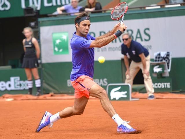 Switzerland-s-Roger-Federer-reacts-returns-the-ball-to-Colombia-s-Alejandro-Falla-during-the-men-s-first-round-at-the-Roland-Garros-2015-French-Tennis-Open-in-Paris-AFP-PHOTO