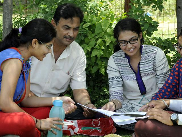 Students-discuss-the-question-paper-after-appearing-for-the-IIT-JEE-advanced-examination-in-Indore-Shankar-Mourya-HT-file-photo