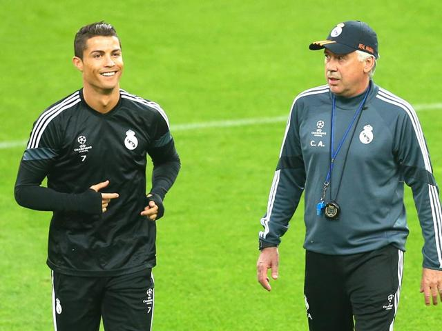 Real-Madrid-forward-Cristiano-Ronaldo-and-coach-Carlo-Ancelotti-attend-a-training-session-on-the-eve-of-the-UEFA-Champions-League-semi-final-football-match-against-Juventus-in-Turin-AFP-PHOTO