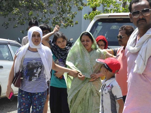 Relatives-of-acid-attack-suspect-Sanjay-Patil-at-Ashoka-Garden-police-station-in-Bhopal-on-Sunday-HT-photo