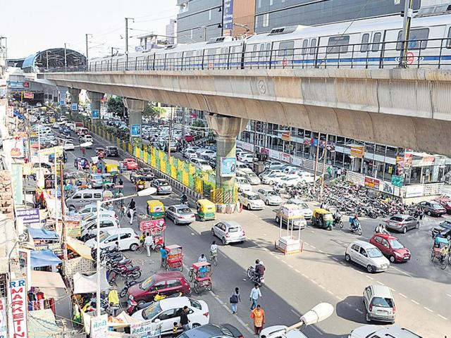 The-popular-Atta-market-opposite-Sector-18-has-vendors-encroaching-upon-the-pavements-and-visitors-parking-their-vehicles-along-the-already-narrow-roads-Burhaan-Kinu-HT-Photo