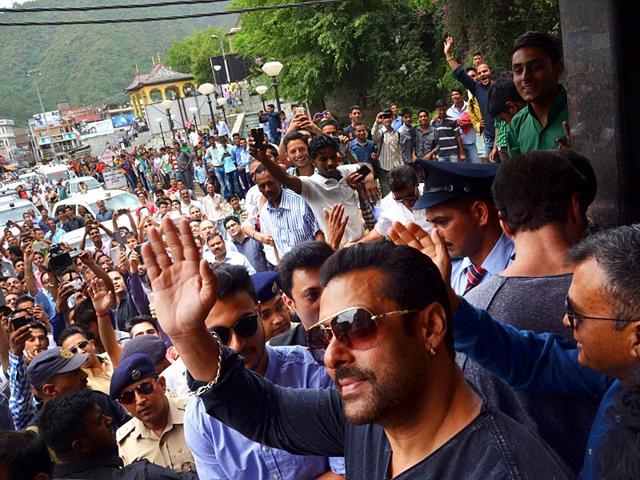 Salman-Khan-at-his-sister-s-wedding-reception