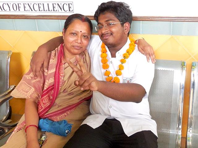 Lucknow-boy-Anirudh-Deb-of-Delhi-Public-School-Eldeco-Branch-has-topped-in-CBSE-Class-12-examinations-in-Allahabad-region-He-securedi-98-4-marks-Deb-scored-492-marks-out-of-500-HT-Photo