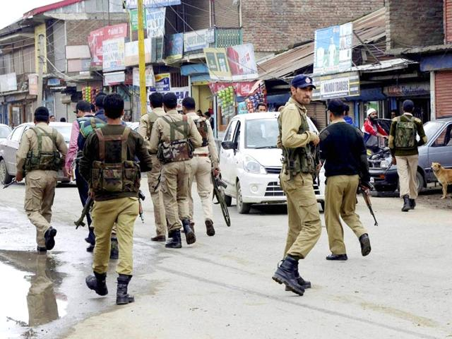 Special-Operation-Group-SOG-of-Jammu-and-Kashmir-Police-search-for-militants-who-attacked-a-BSNL-telecom-franchise-at-Sopore-PTI-Photo